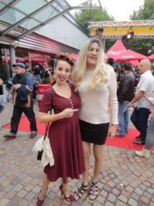 Nicole und Rita beim Car Festival